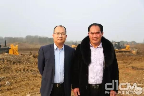 李美平与山推苏沪片区负责人在新孟河工地