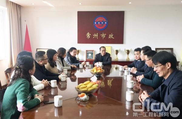 徐工道路机械事业部联合省市政协会到访常州市政公司,亲切看望慰问王建芳女士