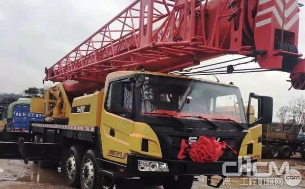 日前,搭载潍柴发动机的汽车起重机交付湖南客户