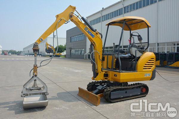 徐工XE15E小型电动挖掘机