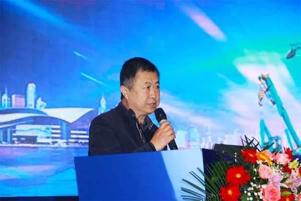 图:中国工程机械工业协会<a href=http://product.d1cm.com/zhuanggongjixie/ target=_blank>桩工机械</a>分会理事长刘元洪