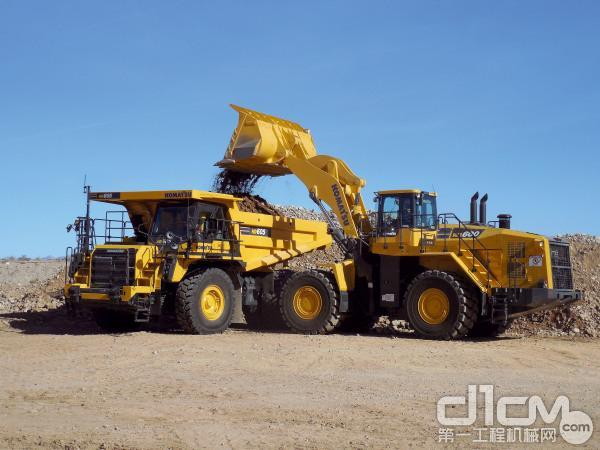 小松HC605矿用<a href=http://product.d1cm.com/zixieche/ target=_blank>自卸车</a>及WA600矿用轮式装载机组合施工