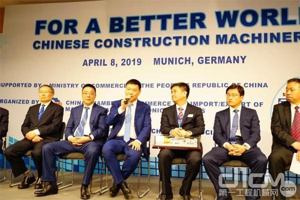 三一重机董事长俞宏福受邀参加了中国商务部组织的<a href=http://news.d1cm.com target=_blank>新闻</a>发布会,并代表中国企业发言