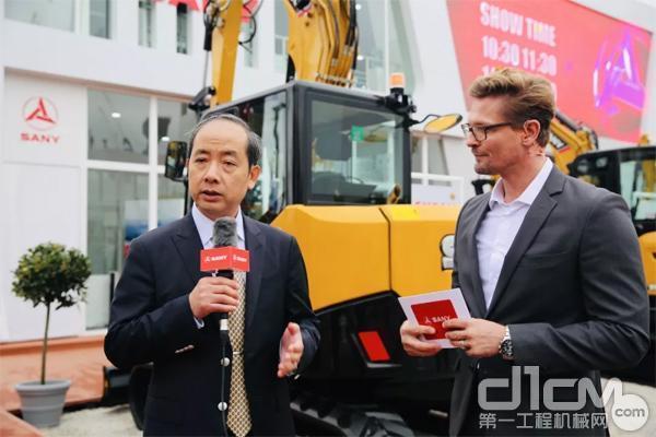 三一欧洲董事长代表邓海君接受记者采访