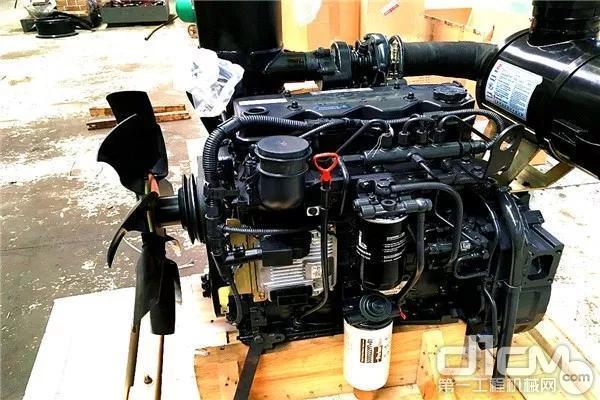 整机匹配了满足国家Ⅲ阶段排放标准的4缸发动机