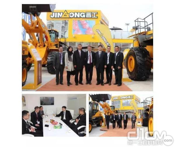 中国工程机械协会常务副会长兼秘书长苏子孟先生一行莅临晋工展位