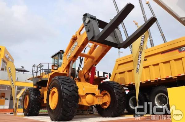 高端定制大吨位轮式叉装机JGM781FT42KN
