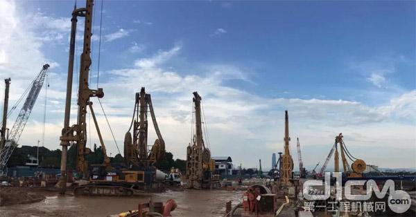 徐工多功能钻机、旋挖钻机、全回转钻机在吉隆坡联合施工