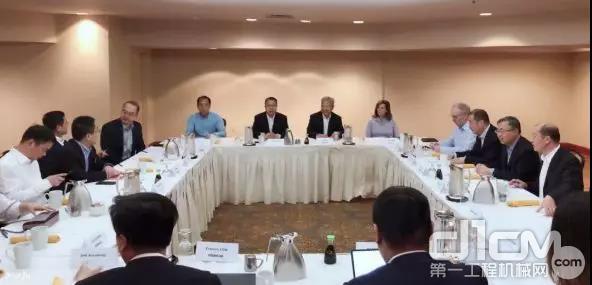 代表团一行出席了由卡特彼勒公司举办的交流会