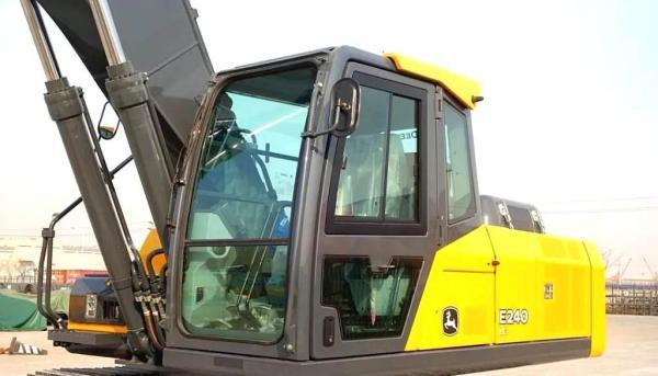 约翰迪尔E240LC型挖掘机
