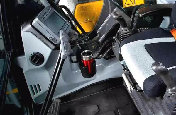 约翰迪尔E240LC型挖掘机驾驶室