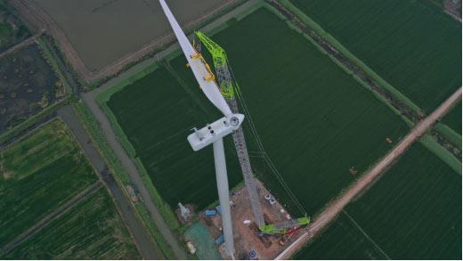 △风电吊装新王者中联重科ZCC9800W履带式起重机