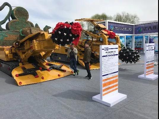徐工基础EBZ200M-2掘锚机、EBZ160L悬臂式掘进机亮相鄂尔多斯国际煤博会