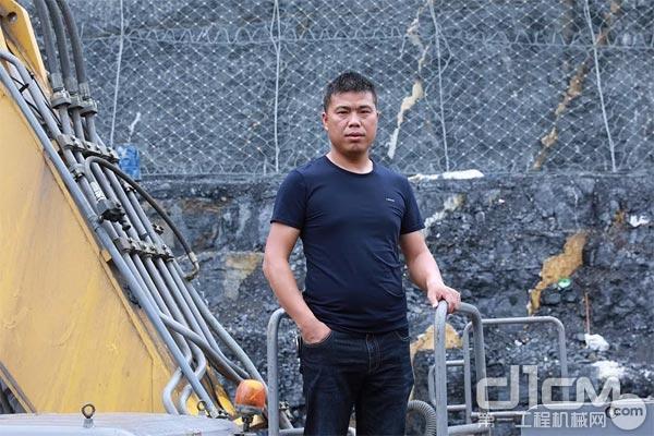 田水明和他的徐工挖掘机