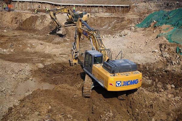 徐工挖掘机在施工