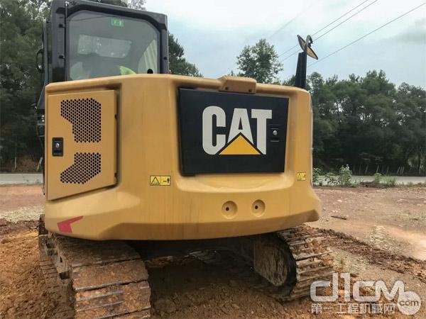 新一代CAT® 307.5迷你挖(后部拍图)