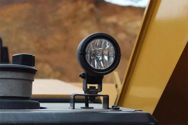 工作装置和顶部安装有多个工作灯