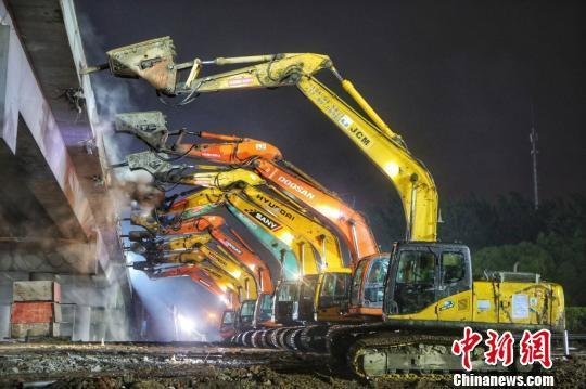 50台挖掘机截断京沪高速