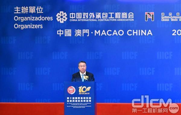 中国对外承包工程商会房秋晨会长主持发布仪式