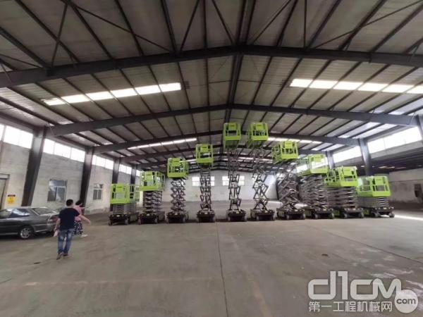 中联重科锂电剪叉式高空作业平台