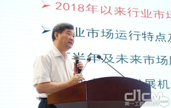 中国工程机械工业协会秘书长苏子孟致辞