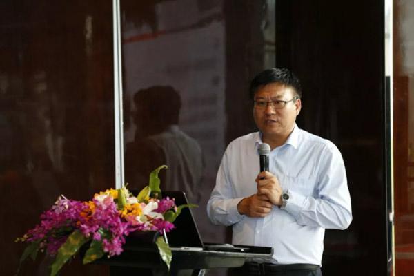 客户课题解决方案本部企画部部长张显峰先生在论坛上发言