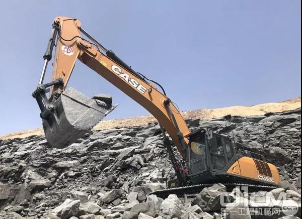 凯斯C系列挖掘机配有加强型重载工作装置