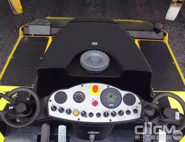 宝马格压路机拥有防翻滚保护驾驶室