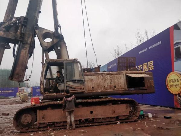 施工中的徐工XR220A旋挖钻