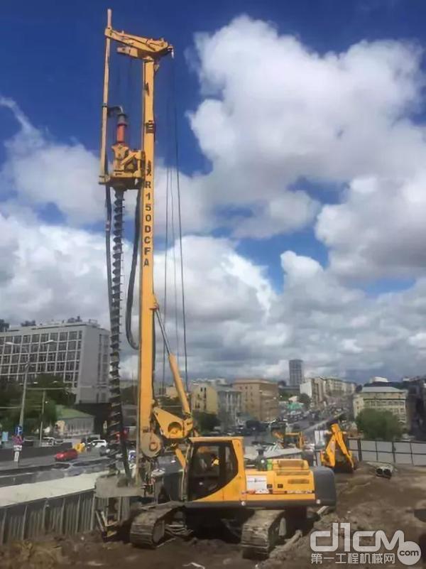 徐工XR150D参与俄罗斯商业中心建设项目