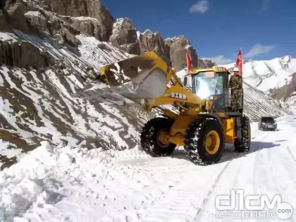 徐工LW500K装载机在零下20度极寒工况下施工