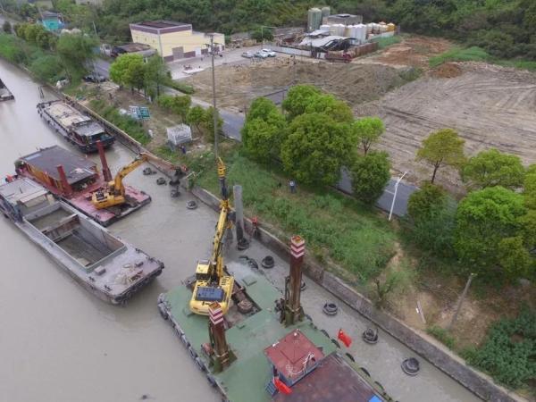 泰信机械R50旋挖钻水上施工
