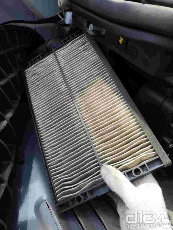 汉驰服务工程师检查散热器