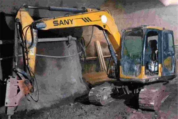 三一挖掘机,机号:10SY007261668 工时:31000小时