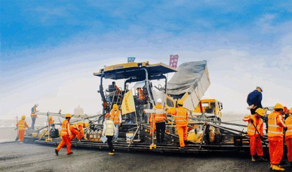 徐工轮胎压路机在鳌江大桥上的出色表现