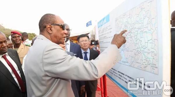 几内亚总统主持公路开工仪式