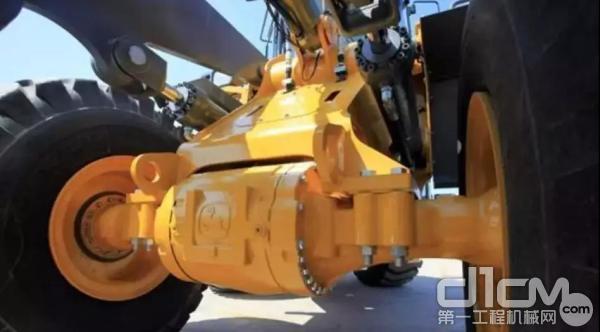 底盘采用重负荷湿式制动桥以及可靠的液压制动系统