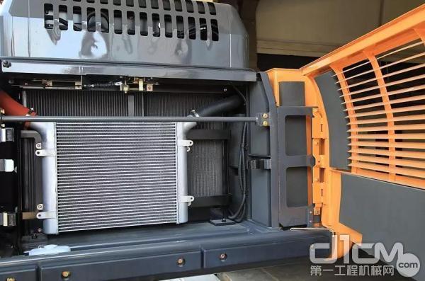 灰尘和杂物掉到发动机周围,阻碍散热