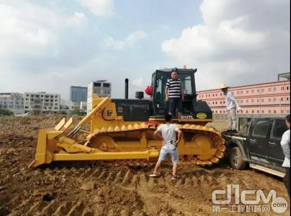 山推用户刘老板和山推SD16推土机