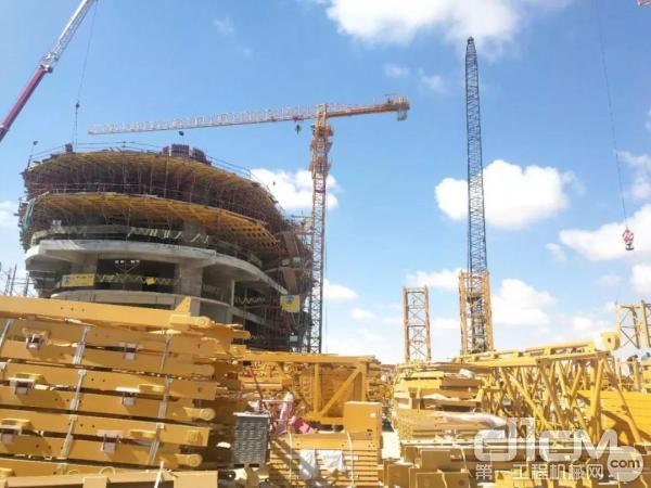 徐工塔机助力埃及阿拉曼新城建设项目