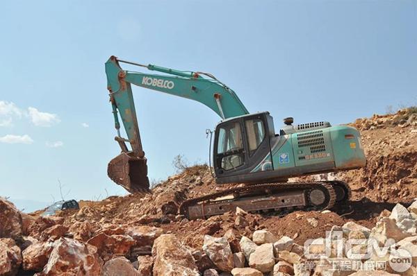 神钢SK330LC-10挖掘机