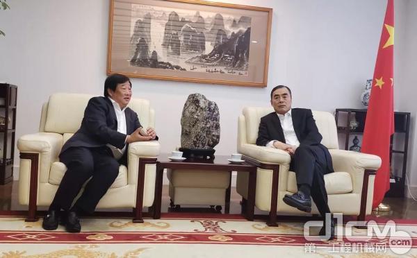 谭旭光前往中国驻日本大使馆拜会孔铉佑大使