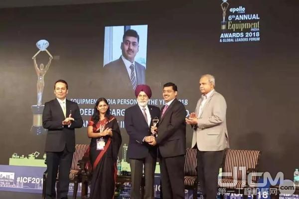 """狄巴克荣获2018印度工程设备""""年度人物奖"""""""