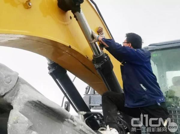 徐工挖机服务工程师赵梓衡