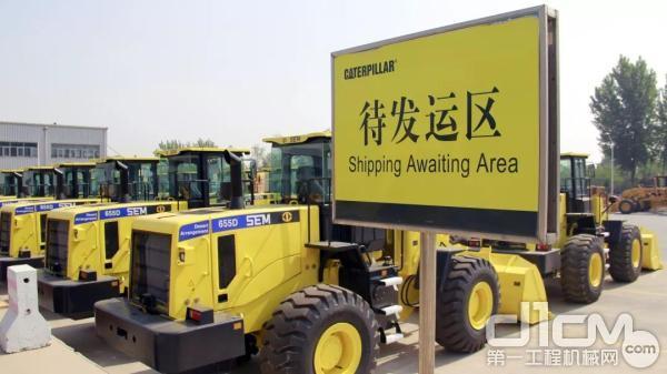 山工机械70台装载机等待发运科威特