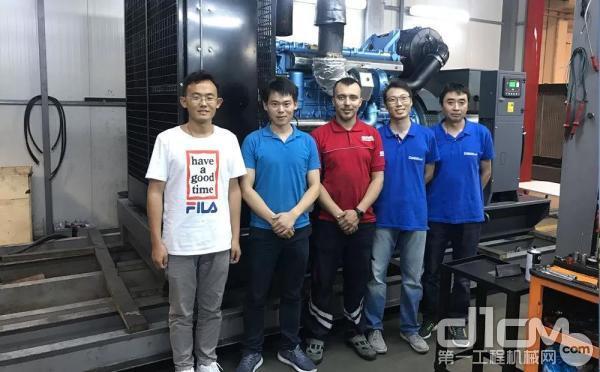 潍柴工作人员为土耳其客户安装调试博杜安发电机组