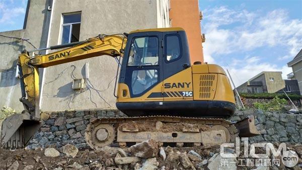 工作近十年的三一SY75挖掘机