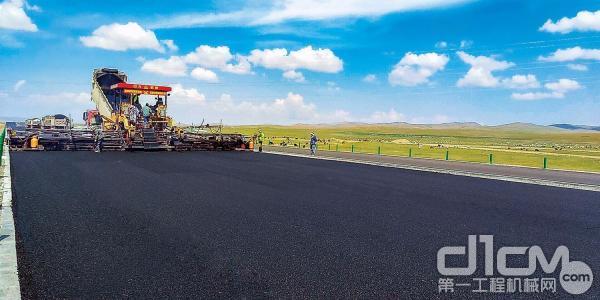 陕西中大机械助力蒙古国乌兰巴托机场高速建设