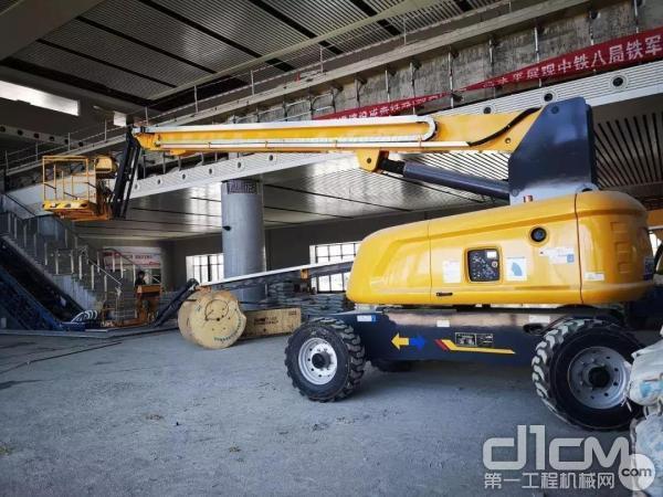 徐工臂式高空作业平台助力黔西站建设