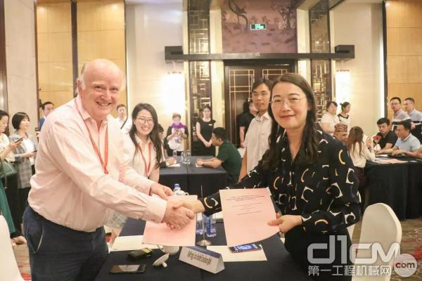 徐工电商公司与来自全球五大洲的9个国外客商签订服务外包战略合作协议